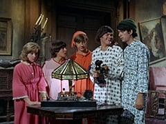 Ellie Reynolds (Stacey Maxwell), Davy Jones, Peter Tork, Micky Dolenz, Mike Nesmith