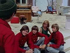 Mike Nesmith, Micky Dolenz, Davy Jones, Ellie Reynolds (Stacey Maxwell), Peter Tork