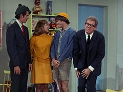 Mike Nesmith, Davy Jones, Micky Dolenz, Daggart (Stan Freberg)