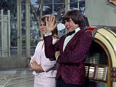 Vincent Van Girlfriend (Valerie Kairys), Davy Jones
