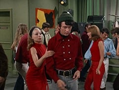 Dark Blonde Extra, Madame Olinsky (Arlene Martel), Ric Klein, Mike Nesmith, David Pearl, Karate Chop Woman (?)