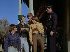 Micky Dolenz, Mike Nesmith, Peter Tork, Davy Jones, 1st Cop (Hollis Morrison)