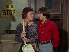 Mrs. Weefers (Diana Chesney), Davy Jones