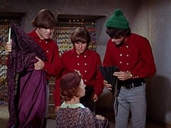 Micky Dolenz, Mrs. Weefers (Diana Chesney), Davy Jones, Mike Nesmith