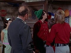 Cynthia (Judy Murdock), General Harley Vandenberg (Arch Johnson), Mike Nesmith, Davy Jones, Peter Tork