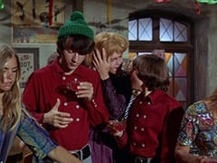 Dark Blonde Extra, Mike Nesmith, Mrs. Arcadian (Micky Dolenz), Davy Jones