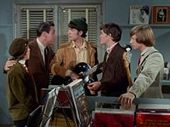 Davy Jones, Rudy (Bing Russell), Mike Nesmith, Micky Dolenz, Peter Tork