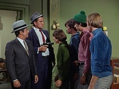 Fuselli (Harvey Lembeck), Rocco (Karl Lukas), Davy Jones, Micky Dolenz, Mike Nesmith, Peter Tork