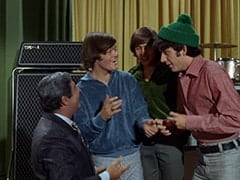 Fuselli (Harvey Lembeck), Micky Dolenz, Davy Jones, Mike Nesmith