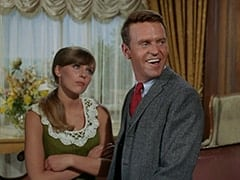 Valerie Cartwright (Lisa James), Ronnie Farnsworth (George Furth)