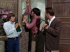Davy Jones, Mike Nesmith, Ronnie Farnsworth (George Furth)