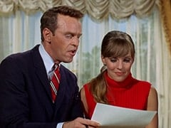 Ronnie Farnsworth (George Furth), Valerie Cartwright (Lisa James)