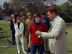 Jeeves (?), Valerie Cartwright (Lisa James), Micky Dolenz, Peter Tork, Davy Jones, Mike Nesmith, Ronnie Farnsworth (George Furth)