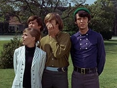 Valerie Cartwright (Lisa James), Micky Dolenz, Peter Tork, Mike Nesmith