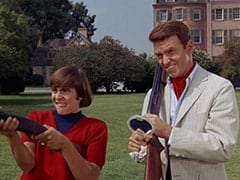 Davy Jones, Ronnie Farnsworth (George Furth)