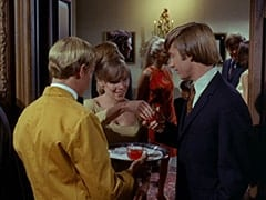 Valerie Cartwright (Lisa James), Light Blonde Extra, Peter Tork, John London