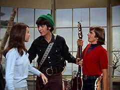 Brunette Extra, Mike Nesmith, Davy Jones