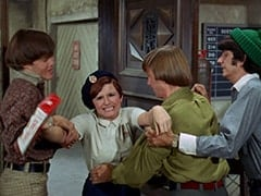Micky Dolenz, Fern Badderly (Kelly Jean Peters), Peter Tork, Mike Nesmith