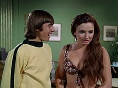 Davy Jones, Fern Badderly (Kelly Jean Peters)