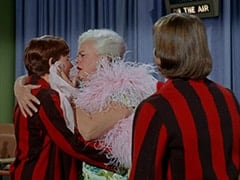 Fern Badderly (Kelly Jean Peters), Mrs. Badderly (Reta Shaw), Davy Jones