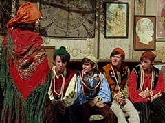 Maria (Jeanne Arnold), Mike Nesmith, Davy Jones, Micky Dolenz, Peter Tork
