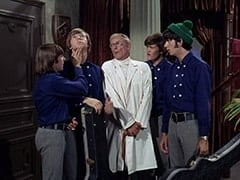 Davy Jones, Peter Tork, Dr. Mendoza (John Hoyt), Micky Dolenz, Mike Nesmith