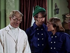Dr. Mendoza (John Hoyt), Mike Nesmith, Davy Jones