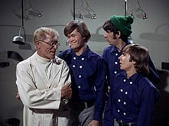 Dr. Mendoza (John Hoyt), Micky Dolenz, Mike Nesmith, Davy Jones