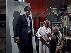Monster (Richard Kiel), Dr. Mendoza (John Hoyt), Groot (Byron Foulger)