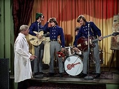 Dr. Mendoza (John Hoyt), Mike Nesmith, Davy Jones, Micky Dolenz, Peter Tork