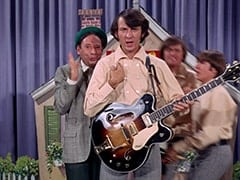 Howard Needleman (Phil Roth), Mike Nesmith, Micky Dolenz, Davy Jones