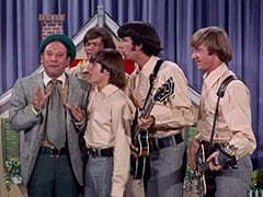 Howard Needleman (Phil Roth), Micky Dolenz, Davy Jones, Mike Nesmith, Peter Tork