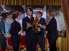 Madame Quagmeyer (Patrice Wymore), Davy Jones, Mike Nesmith, Rob Roy Fingerhead (Eldon Quick), Peter Tork