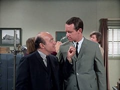 Inspector Blount (Dave Barry), Agent Modell (Mike Farrell)