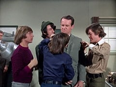 Peter Tork, Mike Nesmith, Davy Jones, Agent Modell (Mike Farrell), Micky Dolenz