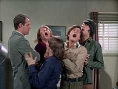 Agent Modell (Mike Farrell), Peter Tork, Davy Jones, Micky Dolenz, Mike Nesmith
