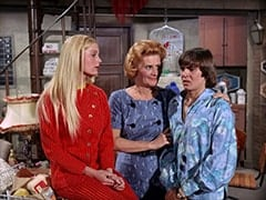 Clarisse Rawlings (Alexandra Hay), Milly Rudnick (Rose Marie), Davy Jones