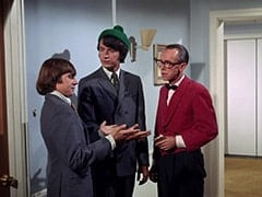 Davy Jones, Mike Nesmith, Waiter Bronislaw Kolinovsky (Olan Soule)