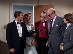 Groom (Geoffrey Deuel), Bride (Susan Howard), Waiter Bronislaw Kolinovsky (Olan Soule), Mr. Weatherwax (Philip Ober), Davy Jones