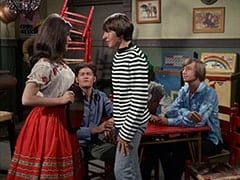 Angelita (Cynthia Hull), Micky Dolenz, Davy Jones, Mike Nesmith, Peter Tork