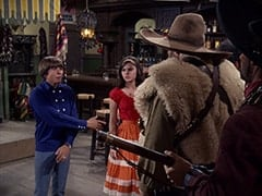 Davy Jones, Angelita (Cynthia Hull), El Diablo (Peter Whitney)