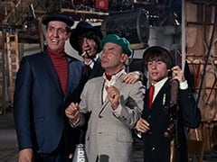 Harvey (Jonathan Harper), Mike Nesmith, J. L. (Cliff Norton), Davy Jones