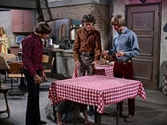 Davy Jones, Mrs. Homer (Violet Carlson), Micky Dolenz, Peter Tork