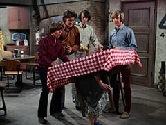 Davy Jones, Micky Dolenz, Mike Nesmith, Mrs. Homer (Violet Carlson), Peter Tork