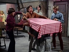 Davy Jones, Micky Dolenz, Mrs. Homer (Violet Carlson), Mike Nesmith, Peter Tork