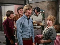 Davy Jones, Micky Dolenz, Peter Tork, Mike Nesmith, Mrs. Homer (Violet Carlson)