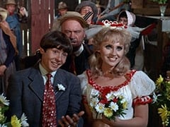 Davy Jones, Paw Chubber (Dub Taylor), Ella Mae Chubber (Melody Patterson)