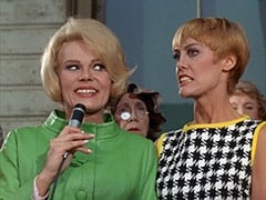 Queenie (Corinne Cole), Nan (Carol Worthington)