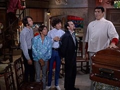 Mike Nesmith, Davy Jones, Micky Dolenz, Henry Weatherspoon (George Furth), Boris (Mickey Morton)