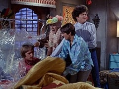 Peter Tork, Mildred Weatherspoon (Ruth Buzzi), Davy Jones, Micky Dolenz